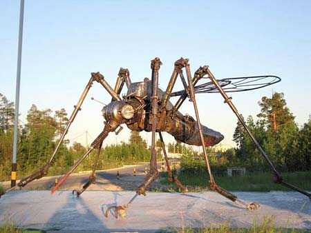 Памятник комару в Тюмени
